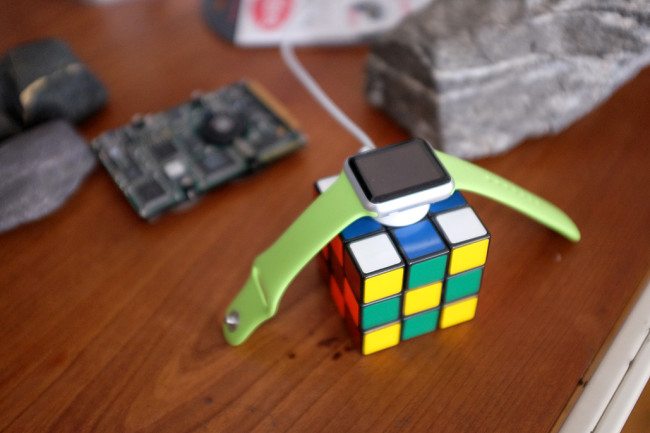 WatchHolder_Cube
